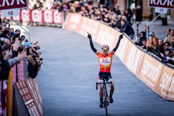 2015 Strade Bianche women: Guarnier wins