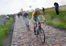 9 July 2014 101st Tour de France Stage 05 : Ypres - Arenberg Porte du Hainaut NIBALI Vincenzo (ITA) Astana, Maillot Jaune Photo : Yuzuru SUNADA