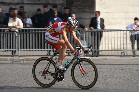 800px-Chris_Froome_Tour_De_France_2008