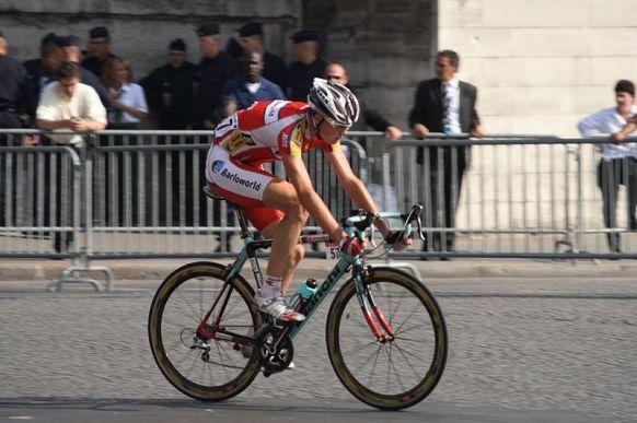 800px-Chris_Froome_Tour_De_France_2008